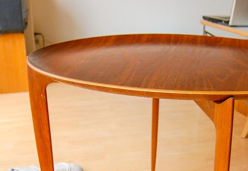 Arne Jacobsen Table, Teak Laminate. Photo by Hiromitsu Morimoto: https://www.flickr.com/photos/hetgacom/