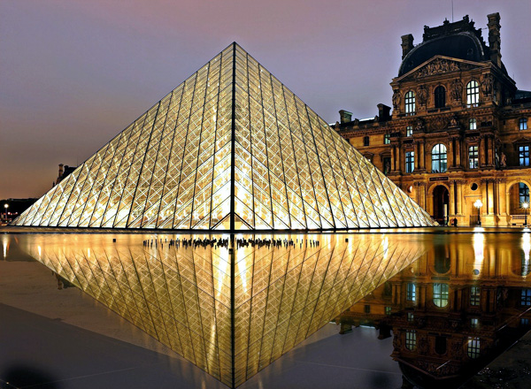 Louvre_by_Night